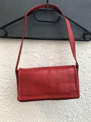 Schicke Tasche von Dennis Parrot in rot!