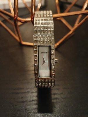 Schicke Uhr mit Steinen von DKNY