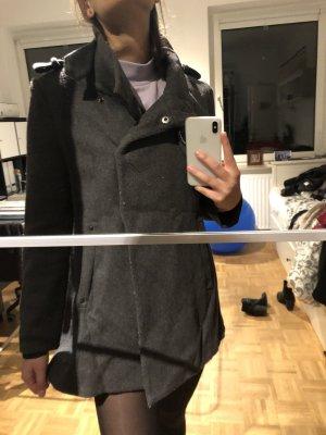 Schicker grauer Mantel