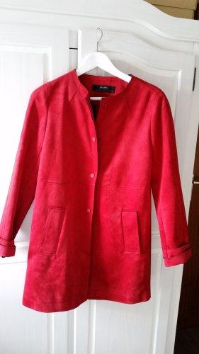 Schicker Mantel in rot