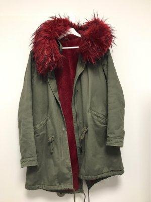 Schicker Mantel mit Kunstfell