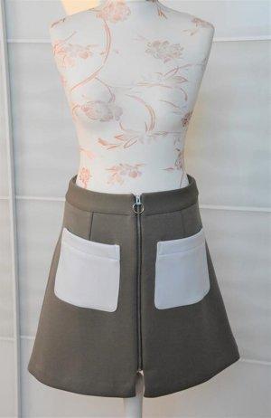 schicker Minirock Gr. 38 mit Taschen Zipper