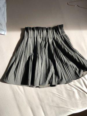 Schicker Rock Schulmädchen Karo Muster grau high waist schwingend falten