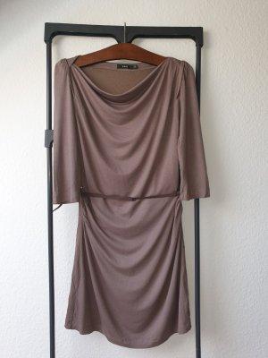 Schickes Braunes Kleid mit Gürtel