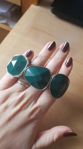 schickes dunkel grünes Armband