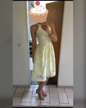 Schickes Kleid für Hochzeiten