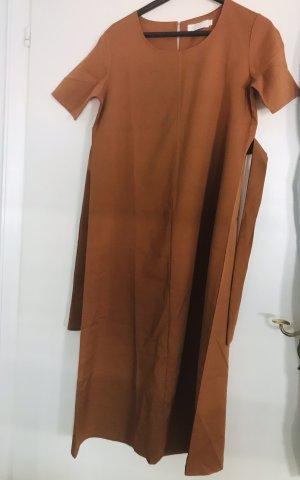Schickes Kleid in einem schönen rost Ton