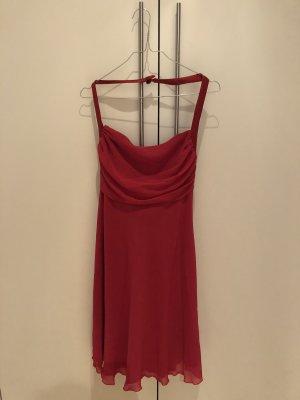 Schickes Kleid in sanftem rot