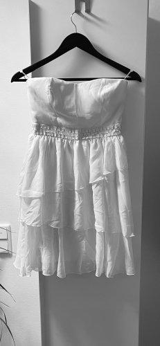 schickes Kleid in weiß