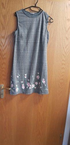 schickes Kleid (man kann ein Sweatshirt drunter ziehen)