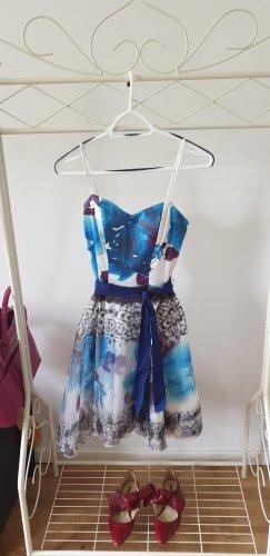 Schickes Kleid mit ausgestellten Rockteil