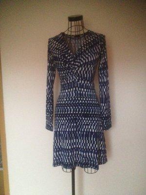 Schickes Kleid mit blau/schwarz/weißer Musterung von Esprit