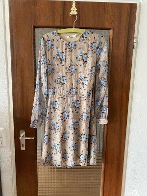 Schickes Kleid mit Rückenausschnitt