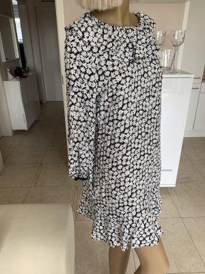 Schickes Kleid..schwarz/weiß geblümt Gr. M #Zara# Neu .. blogger