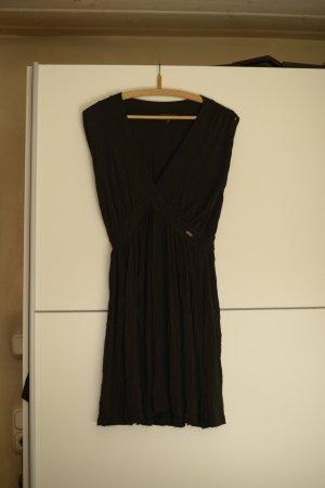 Schickes Kleid von Guess