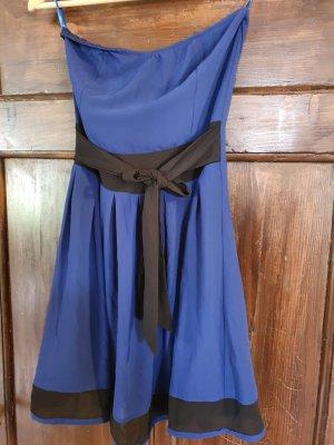 Schickes schulterfreies Kleid