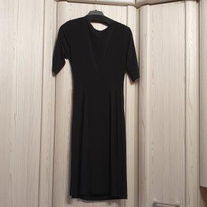 schickes schwarzes, für viele Anlässe, macht schlanke Figur