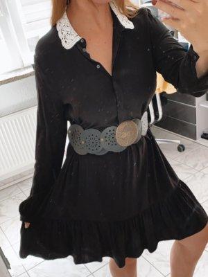 Schickes schwarzes Kleid mit weißer Kragenspitze Hallhuber