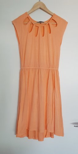Schickes Sommerkleid in Mango