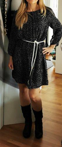schickes vielseitiges zweischichtiges Kleid