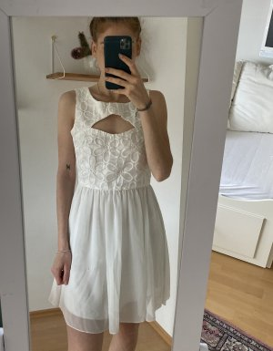 Schickes Weißes Kleid mit Cut-outs