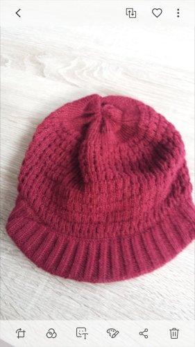 Cappello a maglia rosso scuro