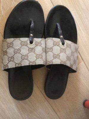Schlapfen von Gucci