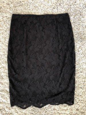 Schlauchrock aus schwarzer Spitze