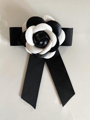 Broche zwart-wit