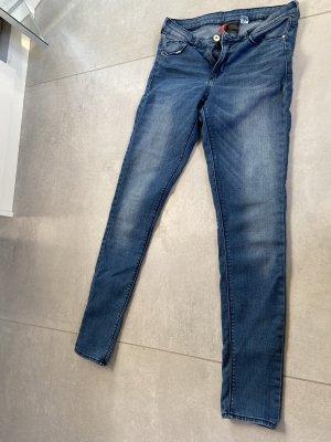 schlichte blaue Hose von H&M abzugeben