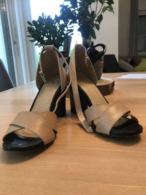 Versace Sandalo con cinturino beige