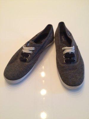 Schlichte Jersey Sneakers für jeden Tag - passen zu allem