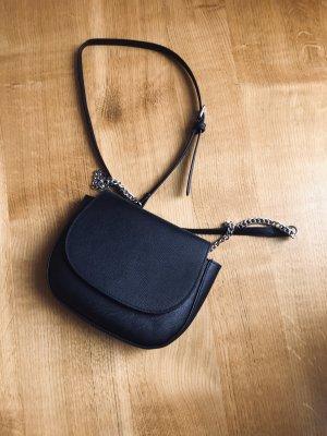 schlichte, schwarze Handtasche