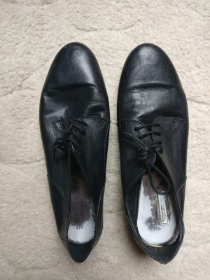 Tamaris Cap Toes black leather