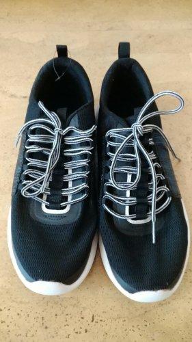 Schlichte Sneaker