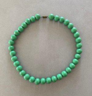 Schlichte Statement-Kette mit 36 grünen Holzperlen