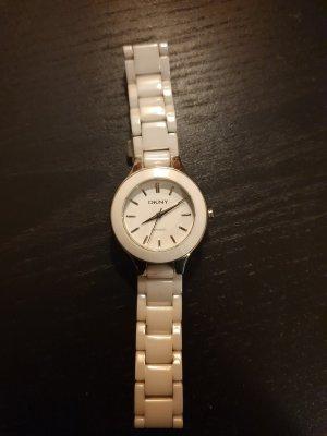 Schlichte Uhr in weiss von DKNY