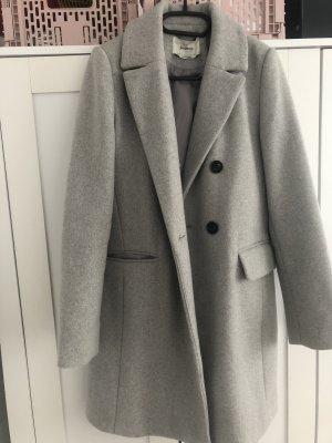 Schlichter, grauer Mantel