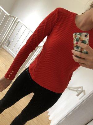 Schlichter roter Pullover