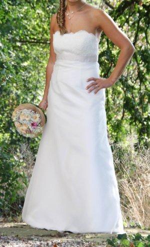 Schlichtes, aber tolles Brautkleid von Magic Bride