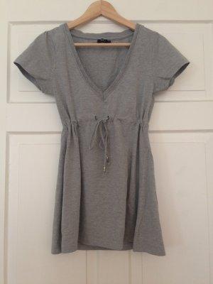 Schlichtes graues Longshirt mit Raffung