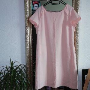 Schlichtes Kleid in hell Rosa