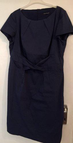 Schlichtes Kleid von Luisa Cerano