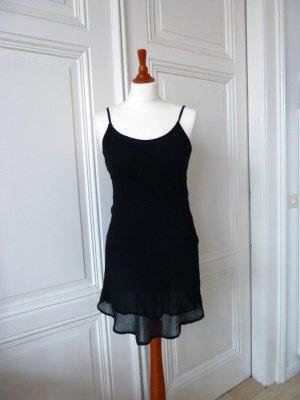 Schlichtes kurzes Trägerkleidchen in schwarz