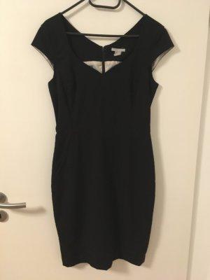 Schlichtes schwarzes Kleid in 38