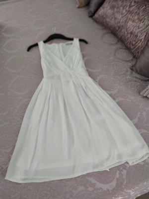 Schlichtes weißes Sommerkleid
