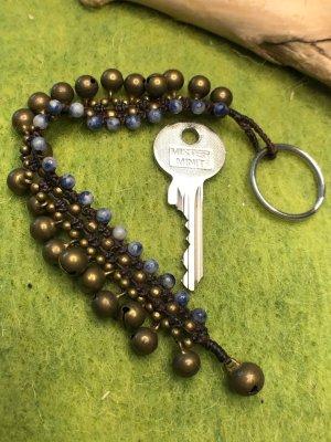 Schlüsselanhänger 21 Glöckchen messingfarben Perlen blau marmoriert 19,5cm