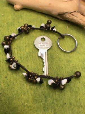 Schlüsselanhänger Glöckchen Steine schwarz weiß gewachste Baumwolle 20 cm