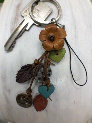 Schlüsselanhänger Handyschmuck Mini Blüte braun 2,2cm 2 Herzen 12 cm Länge