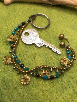 Schlüsselanhänger Messing Spiralen Perlen grün messingfarben 2fach Strang